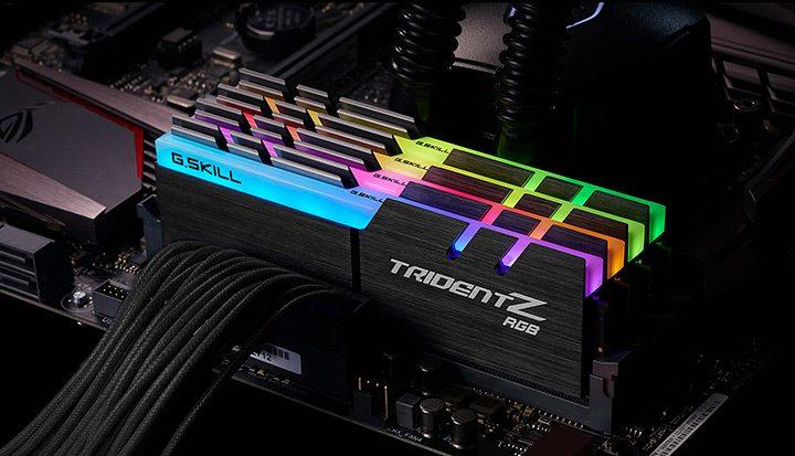 memorie RAM cu iluminare RGB